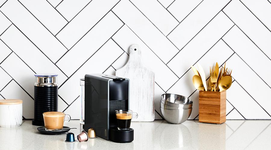 the cutest mini coffee machine to hit the market the denizen. Black Bedroom Furniture Sets. Home Design Ideas