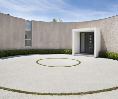 This spectacular Beverly Hills home is catering to our minimalist affinity