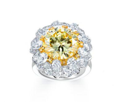 Yellow diamond daylily ring