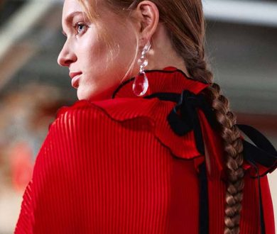 From ultra-long braids to retro barrettes, these are the biggest hair trends of the moment