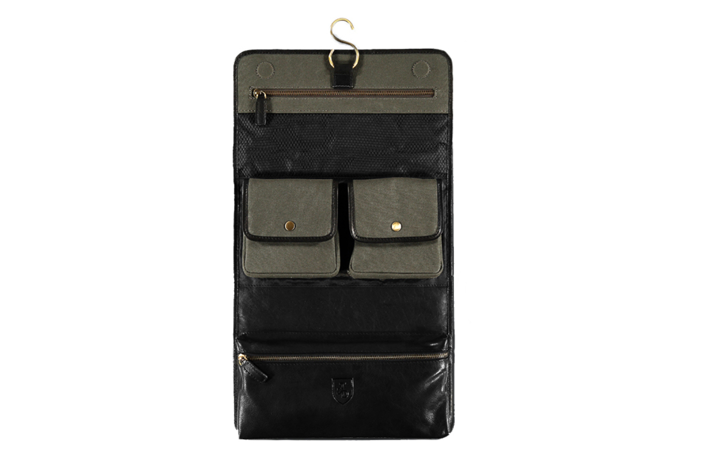 Field Kit Hangable Travel Bag