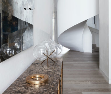 This light-filled home plays with bold curvature to create refined, purposeful spaces
